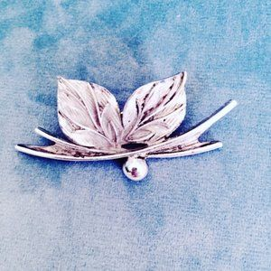 Pewter Tone Leaf Brooch Pin